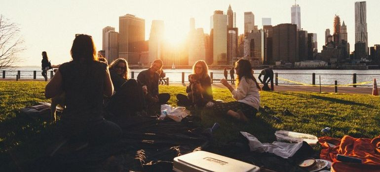 A group of friends on a picnic.