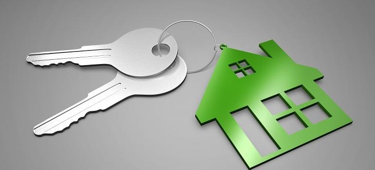 keys and a house key chain