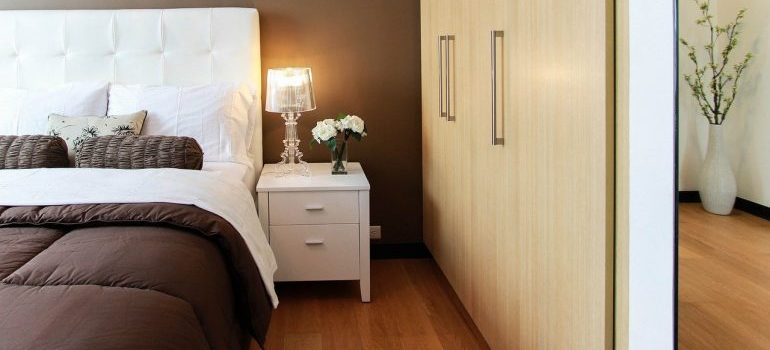 A bed and dresser to disassemble to succeed in moving without damaging your home.